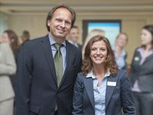 Urso Hirschberg von der Deutschen Bank, Mentor im Cross-Mentoring München, und Sindy Kleindienst von der Allianz, seine Mentee.