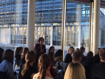 Simone Schönfeld, Geschäftsführerin von Cross Consult, begrüßt die Teilnehmerinnen zum Auftakt