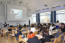 In ihrer Keynote spricht Dr. Prisca Brosi von der TU München darüber wie die Digitalisierung Führung verändert