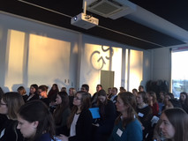 Im Excellenzzentrum am TUM Campus im Garching treffen die Teilnehmerinnen auf ihre Mentoren