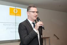 Felix Möhlenbruch, Personalleiter Region Süd der KPMG, begrüßt die Gäste im Haus der KPMG