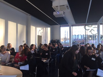 24 Studentinnen der TU München warten gespannt auf die Einführung zu ihrem mentorING-Jahr 2017/2018