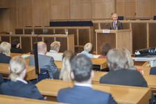 Oberbürgermeister der Stadt Frankfurt, Peter Feldmann, begrüßt die Gäste. Der Oberbürgermeister ist Schirmherr des Regionalen Frankfurter Mentorings.