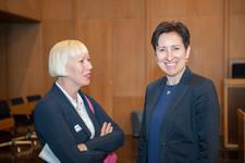 Gabriele Wenner im Gespräch mit Cross Consult-Geschäftsführerin Dr. Nadja Tschirner